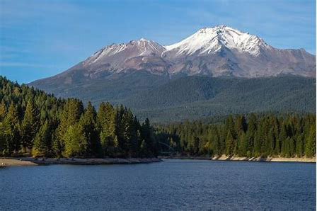 Laguna loves mount Shasta