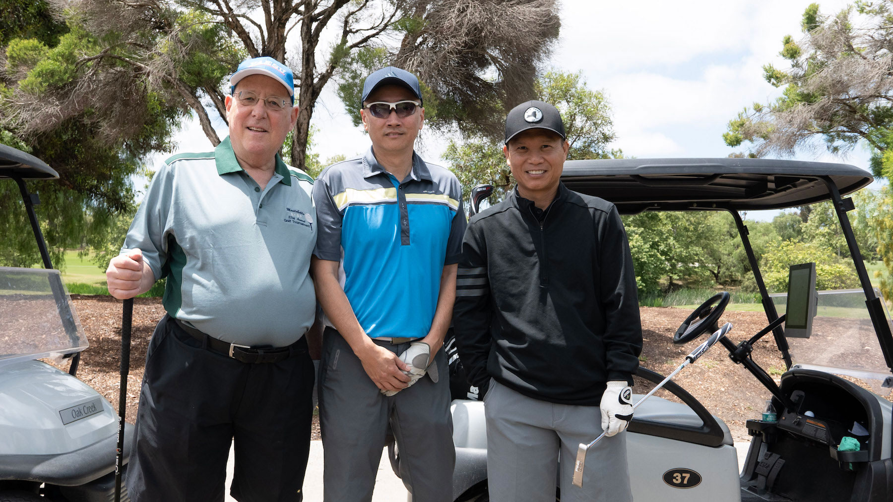 Nonprofit Waymakers golfers
