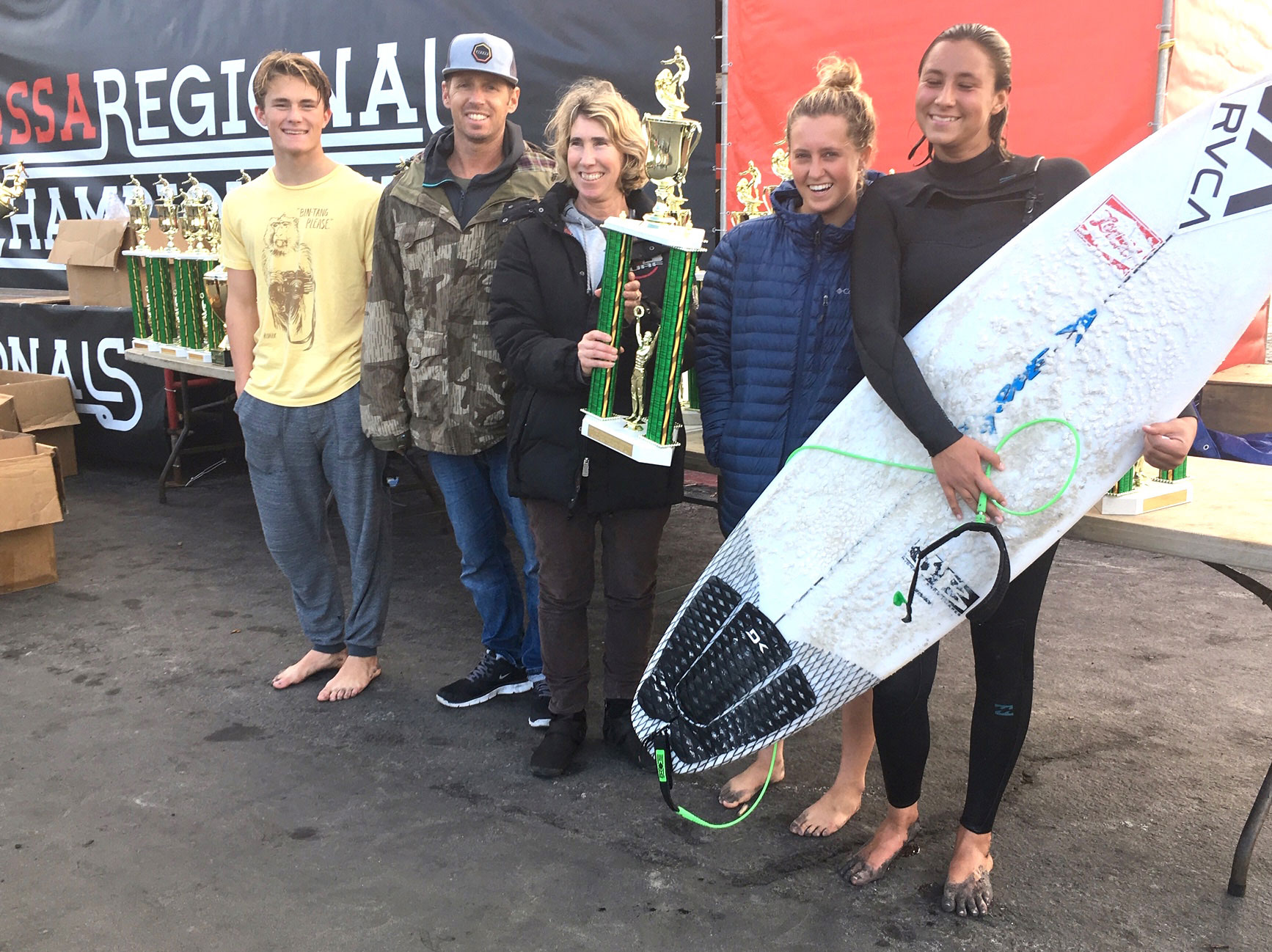 Surf team two Sam Nelsen, Coaches Scott Finn, and Alisa Cairns, Kayla Coscino and Tess Booth